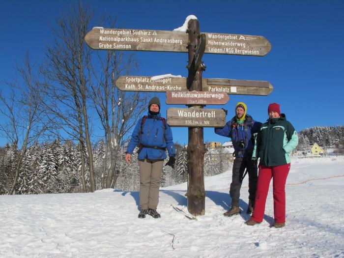 Wohin des Wegs? Jürgen, Sebastian und Stefanie wollen am ersten Tag von St. Andreasberg bis zum Brocken laufen.