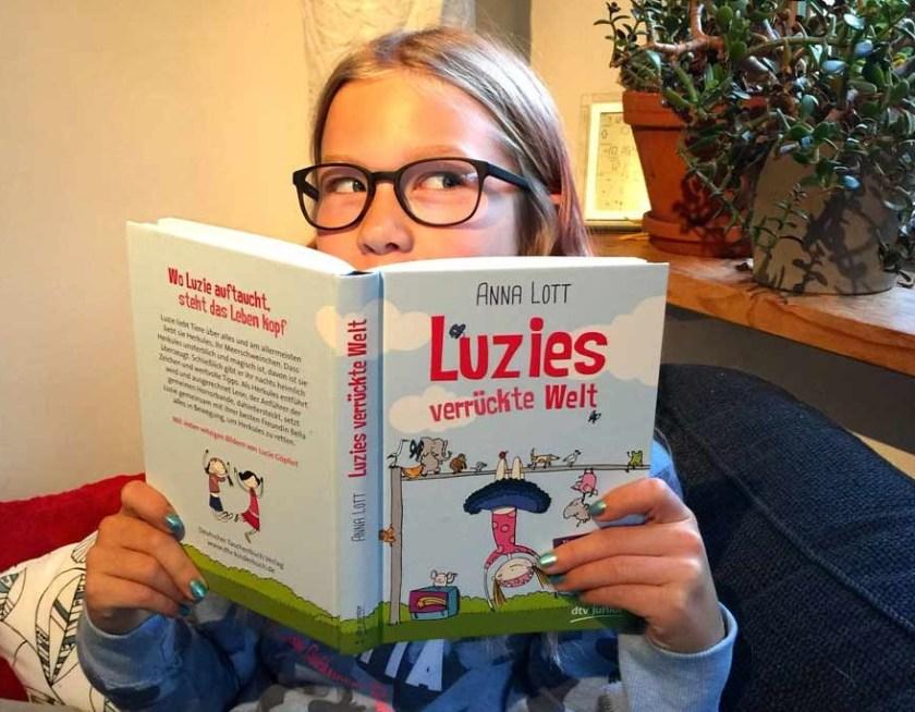 Lotta_liest_Luzie_Glucke_01_web