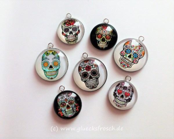 Bild viele Anhänger mit Skulls