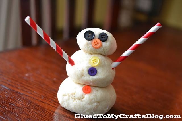 Snowman Playdough {Kid Craft Recipe}