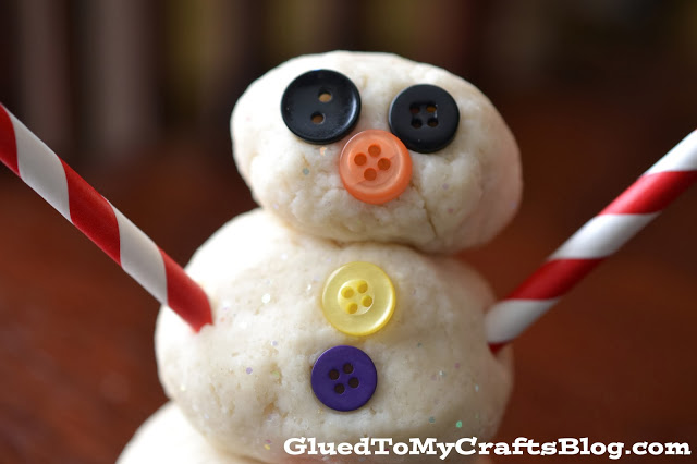 Snowman Playdough {Kid Craft Recipe}