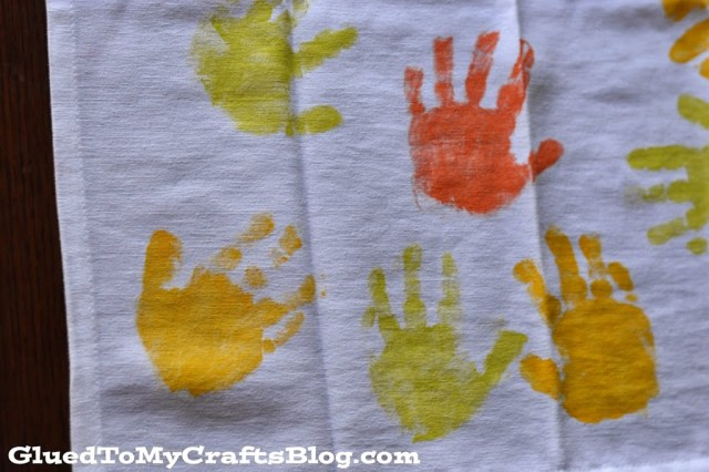 DIY Handprint Leaf Napkins {Craft}