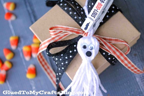 White Tassel Ghost - Gift Tag