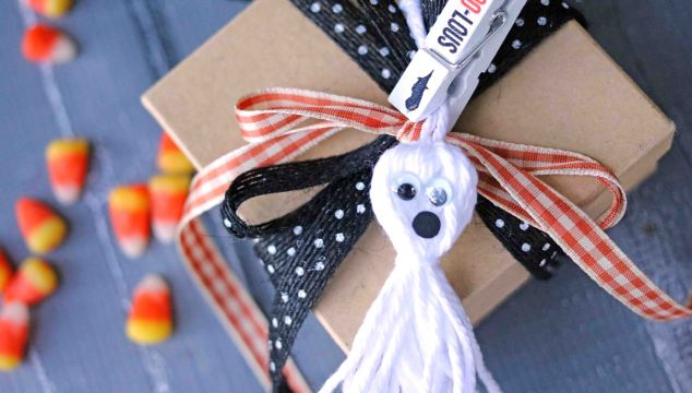 White Tassel Ghost – Gift Tag
