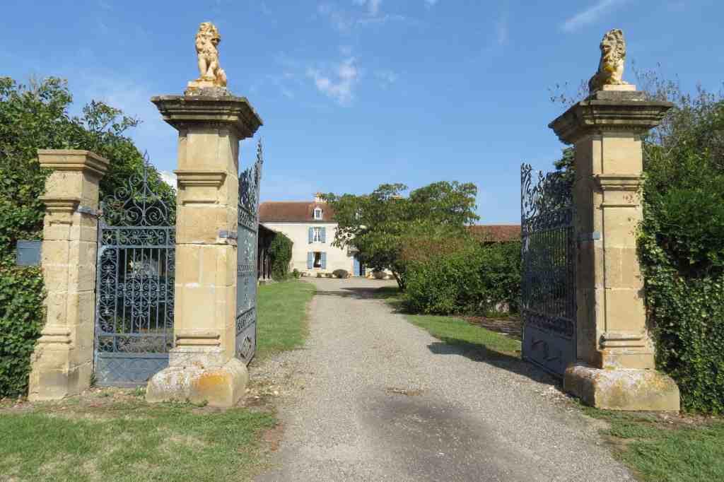 Entrance to Domaine du Pignoulet; Pilates Retreat, South France