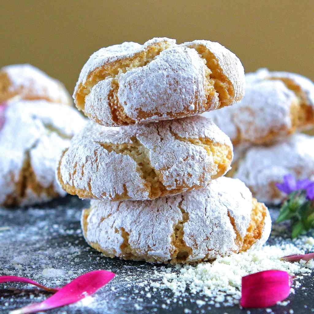 soft-amaretti-cookies