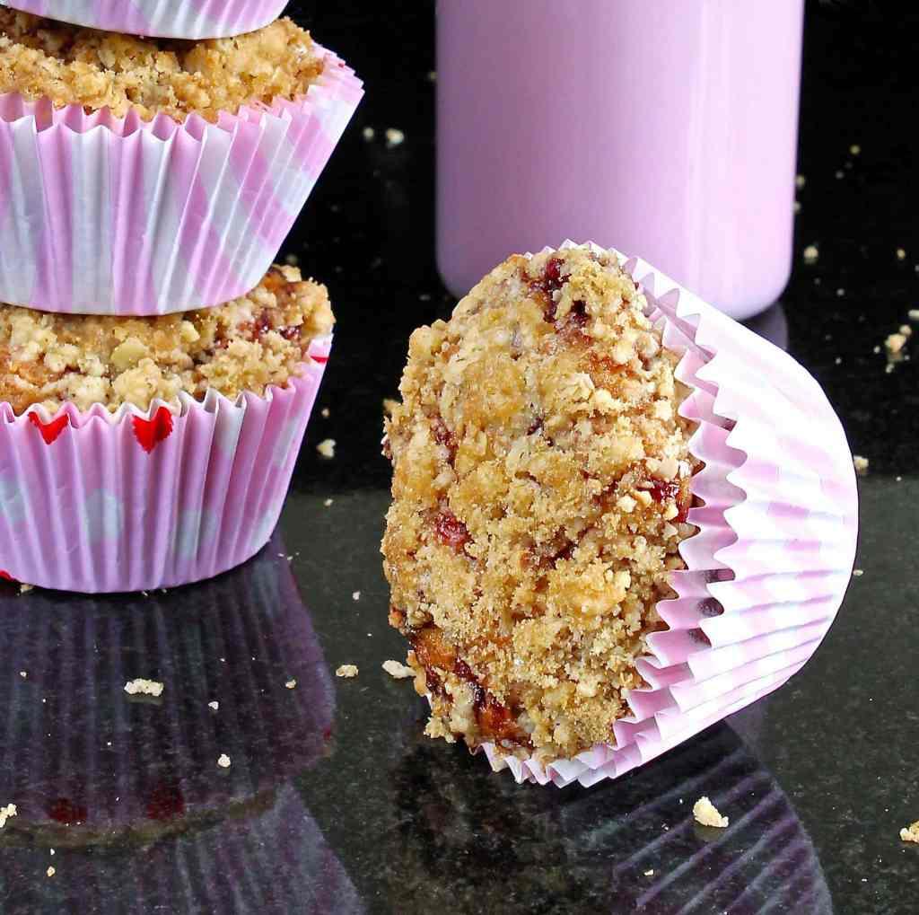 strawberry-crumble-muffins