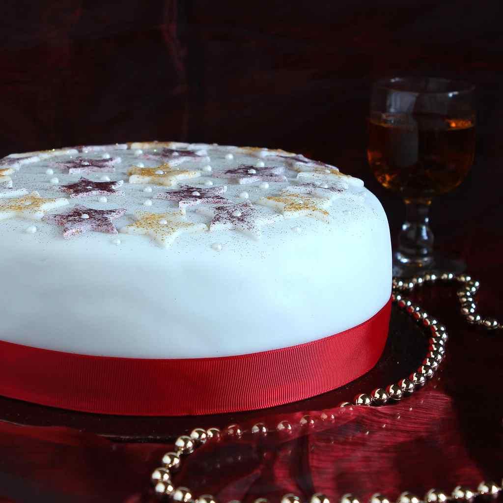 iced-christmas-cake
