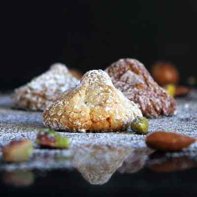 Nutty Cookie Bites – Flourless Mounds of Chewy Baked Deliciousness (Amaretti, Pistachio or Hazelnut-Chocolate)