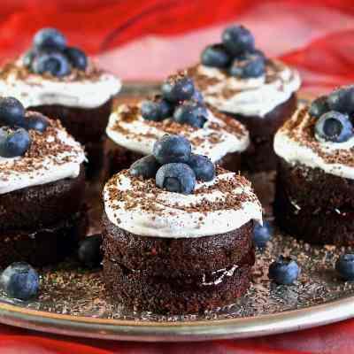 Gluten Free Vegan Chocolate Cake – Mini Cakes to Share