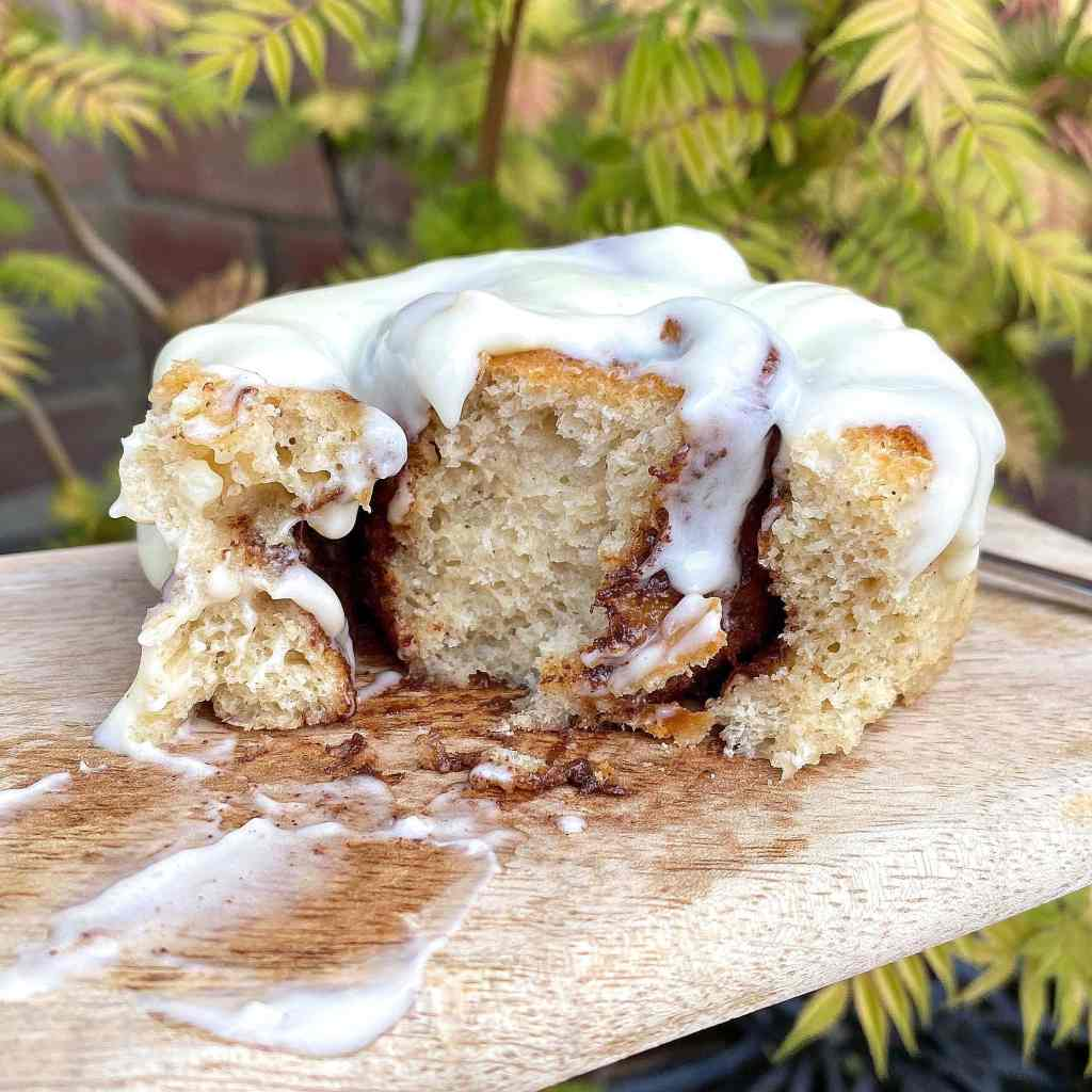 gluten-free-cinnamon roll-cream-cheese-frosting