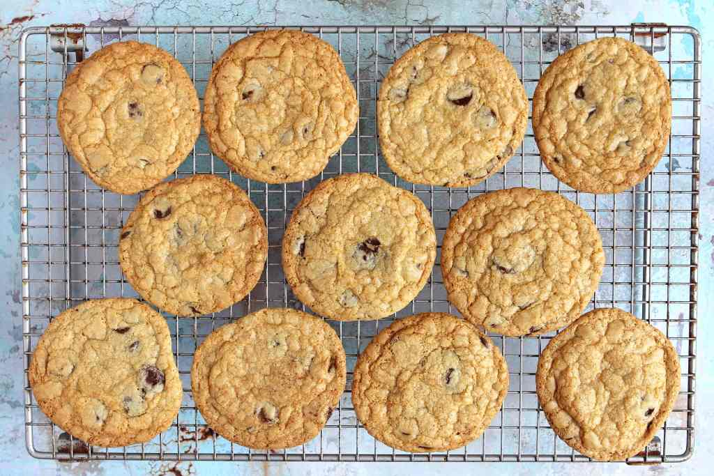 gluten-free-choc-chip-cookies-cooling