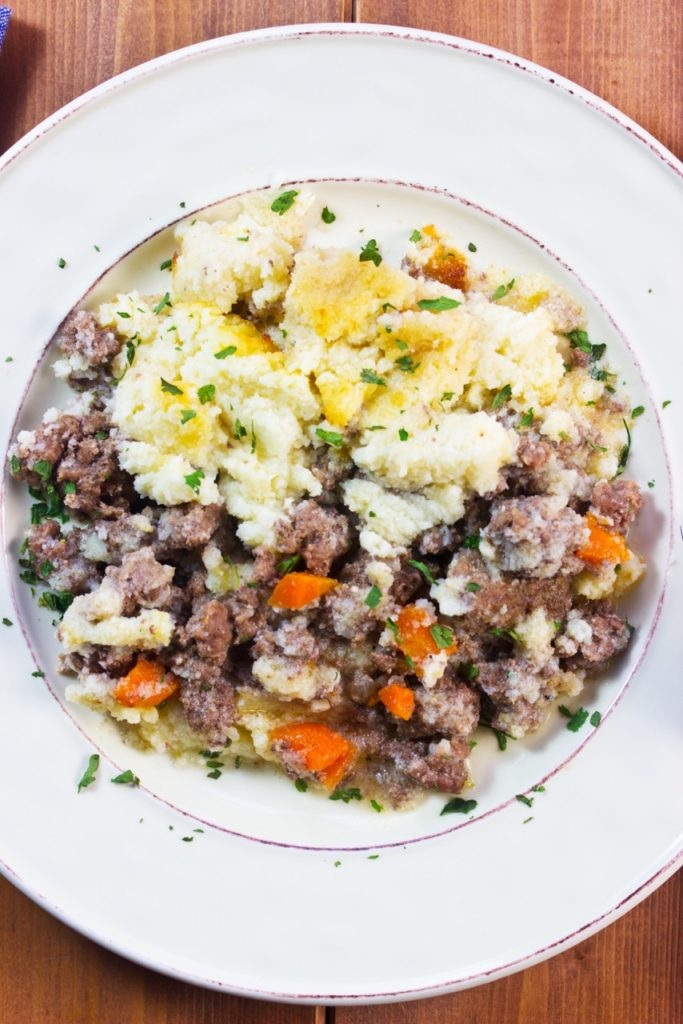 Learn how to make classic cottage pie with healthy ingredients & low carb cauliflower mash   Mock mashed potatoes   Low Carb recipe   Gluten free recipe   Comfort food  