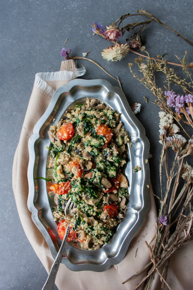 Low FODMAP Chicken and Spinach Quinoa. Delicious nutritious bomb on your plate. Flavorful and comforting meal that is completely dairy and gluten free.