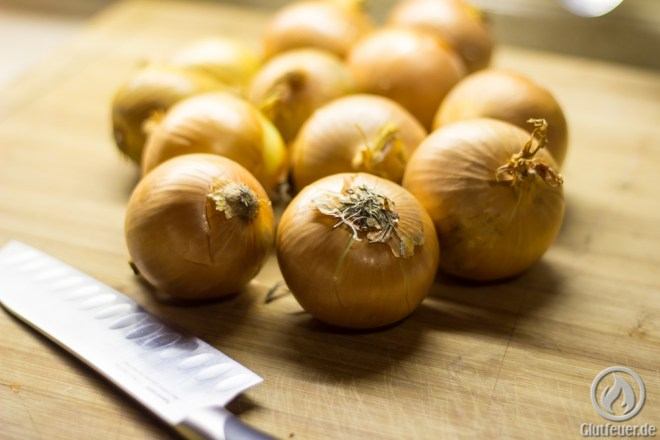 12 mittelgroße Zwiebeln ergeben ca 100g Zwiebelpulver