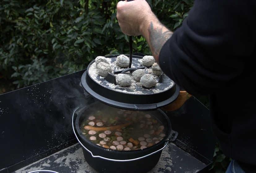 Dutch Oven Schnibbelbohnensuppe
