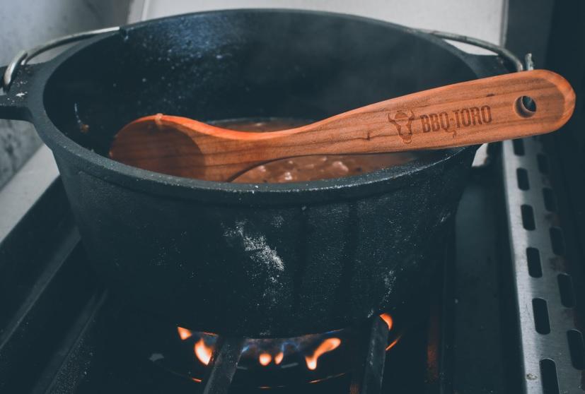 Sud einkochen im Dutch Oven