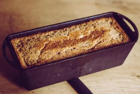 Fertiger Nusskuchen im Dutch Oven