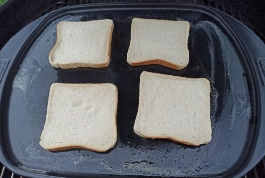 Toast zum Rösten auf dem Grill