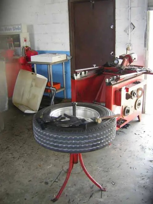 Tire-machine