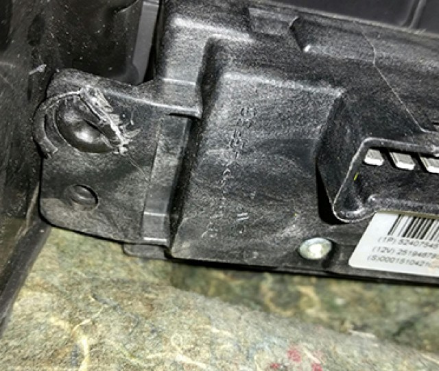 Cant Figure Out How To Remove Blower Motor Resistor From My 04 Grand Prix Gm Forum Buick Cadillac Olds Gmc Pontiac Chat