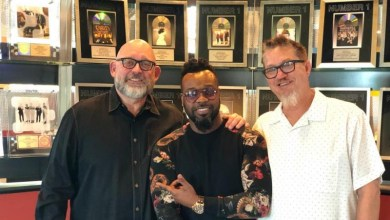 Photo of Vashawn Mitchell Inks New Deal & Announces New Song!