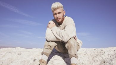 Photo of Atlantic Records/Hear It Loud Sign Colton Dixon