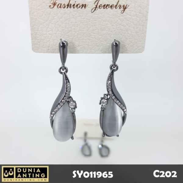 C202 Anting White Gems Permata Putih Silver Platinum Swarovski 5cm