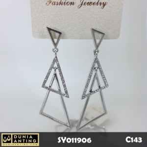 C143 Perhiasan Anting Triple Triangle Earings Swarovski Silver 6,5 cm