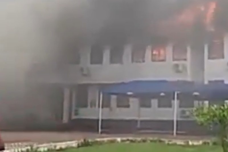 Fire burns down Mampong College of Education administration block -(VIDEO) 1
