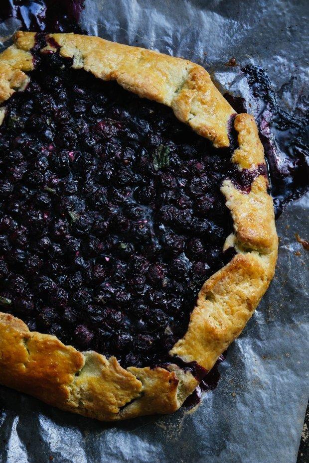 lemon verbena blueberry galette | gnom-gnom.com