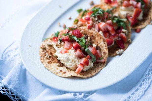 Gluten Free & Keto Strawberries & Cream Cinnamon Tacos 🍓 With 2g net carbs Cinnamon Keto Tortillas