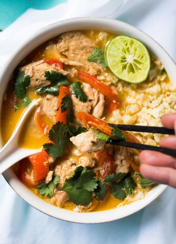 Whole30, Paleo & Keto Thai Coconut Curry Chicken 🍛 The Easy-Peasy Version! #ketocurry #ketothai