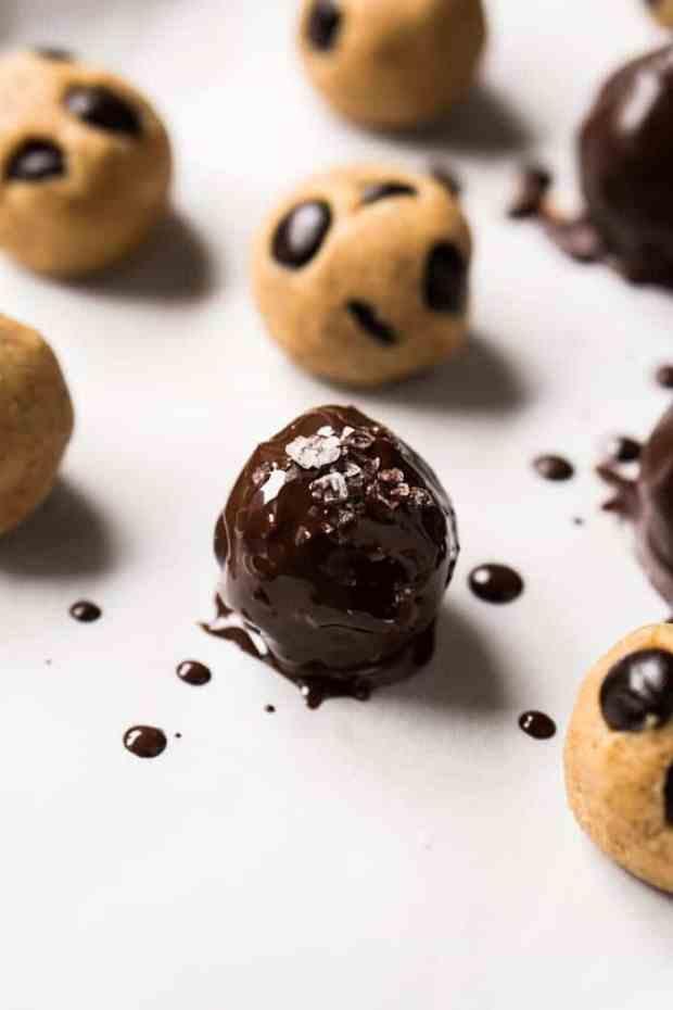 Gluten Free, Paleo & Keto Cookie Dough Fat Bombs 🍪 Just 5 ingredients & 1g net carb a pop! #keto #ketodesserts #fatbombs #healthyrecipes #glutenfree #paleo