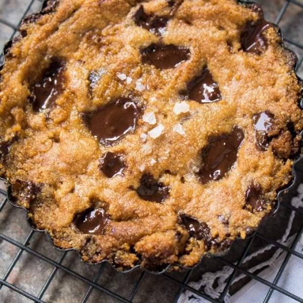 Gluten Free, Paleo & Keto Cookie Pie-For-1 🍪 #keto #lowcarb #dairyfree #paleo #healthyrecipes #ketodesserts #cookies