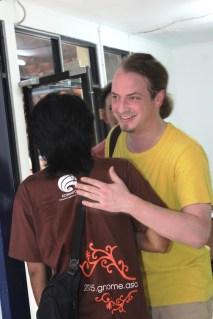 Andre Klapper hugs local organiser
