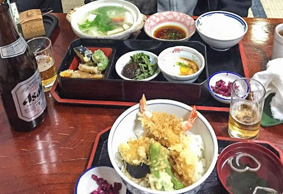A good tofu set will appease even the pickiest vegetarians. Or you can just give up and go for that tempura shrimp.