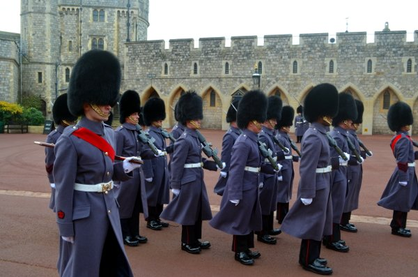 changing of the guard windsor castle