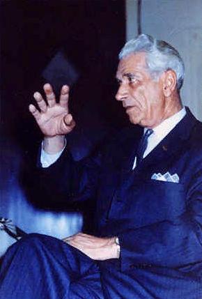 George Adamski, um dos mais conhecidos contatados, que manteve comunicação constante com os habitantes de Vênus