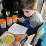 Samen koken: Samen met je kind soep maken