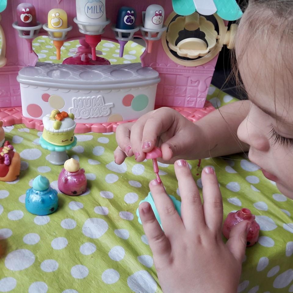 Num noms Nail polish maker