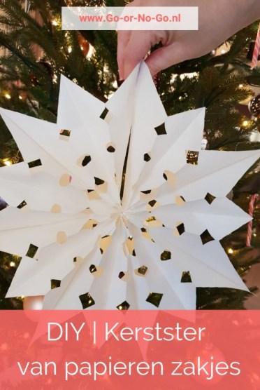 DIY van een super mooie en simpele kerstster van papier. Deze DIY kerstster maak je simpel en snel van papieren broodzakjes samen met je kinderen - #kerst #xmas #diy