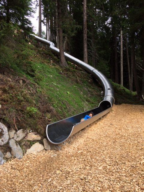 Oostenrijk met kinderen glijbaan naar glijbaan tocht