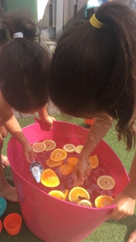 fruit spelen water Waterspelletjes met huis-tuin-en-keuken spullen