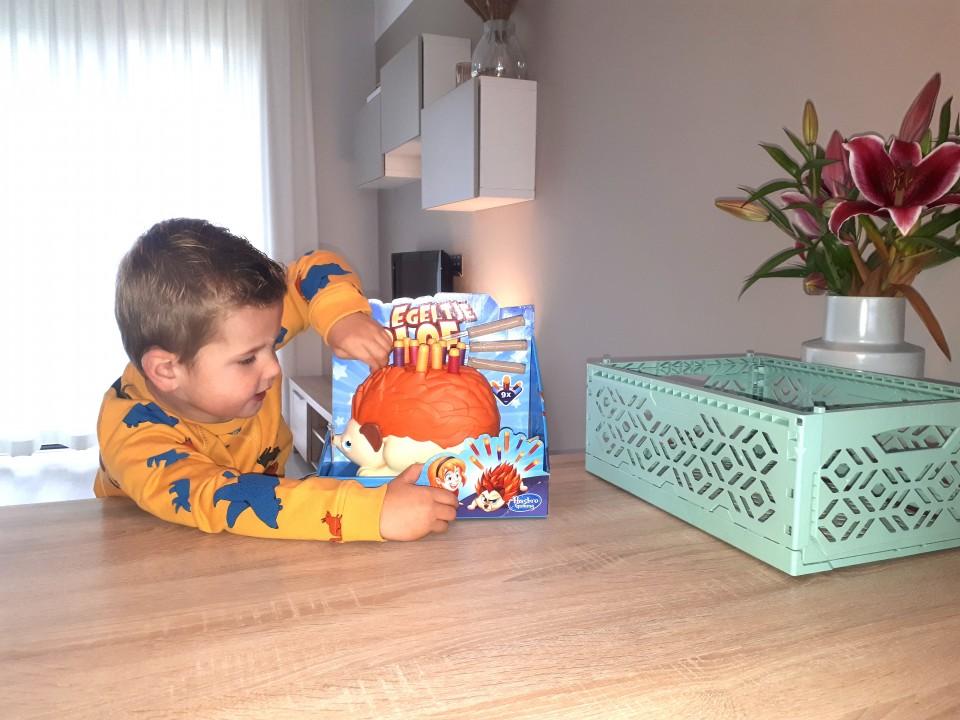 { Review } | Actiespel Egeltje Plof van Hasbro