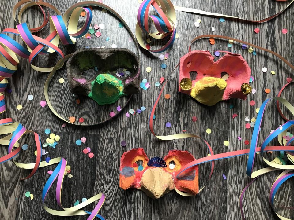 Knutsel een Carnavals masker en confetti schieter uitleg
