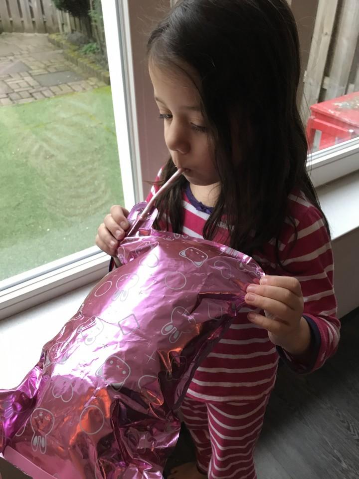 na! na! na! surprise popje ballon opblazen confetti