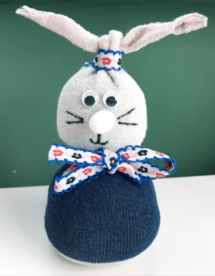 { DIY voor Pasen } | Een Sokkonijntje (voor alle eenzame sokken!)