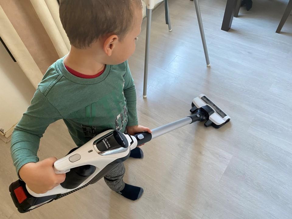 Kinderen laten helpen in het huishouden, natuurlijk kunnen kinderen dat. Nee, niet alles kun je aan ze overlaten, maar bepaalde taken kunnen ze prima!