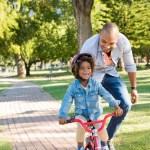 Zo leer je je kind veilig fietsen